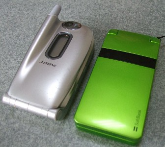 J-N05(NEC J-Phone)と821SC(サムスン Softbank mobile)
